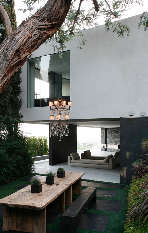 Detalle terraza con comedor exterior