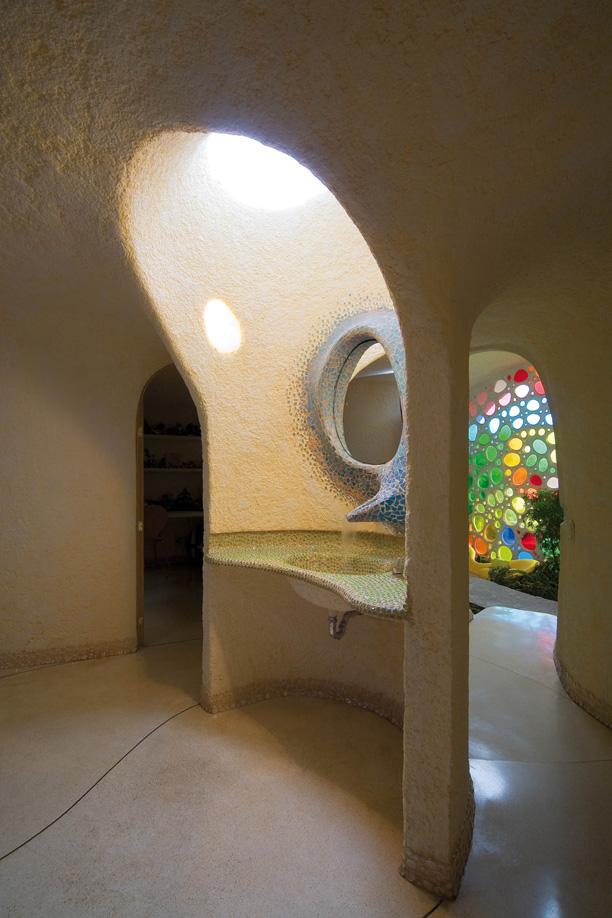Baño casa Nautilus con una entrada de luz