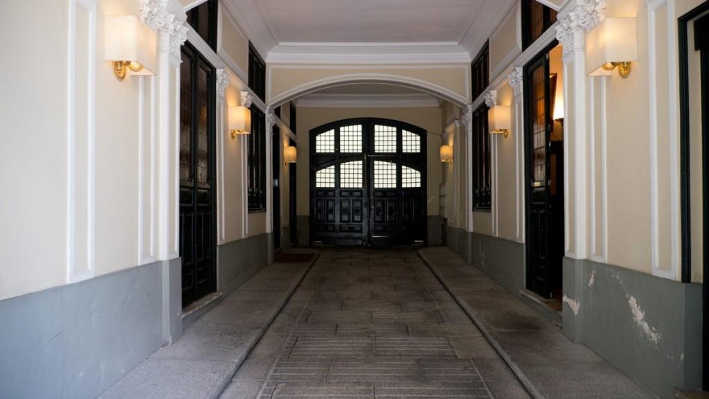 La entrada de carruajes a este piso de lujo